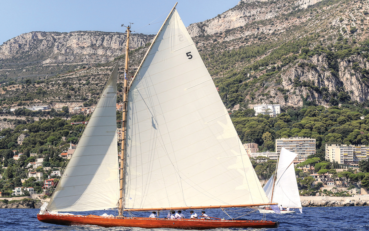 ester-restored-classic-racing-yacht-side-profile-credit-ingrid-abery