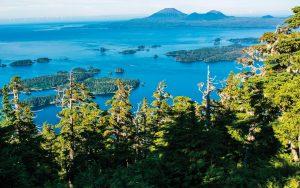 sailing-alaska-Admiralty-Island-baranof-credit-Mark-A-Johnson-Alamy
