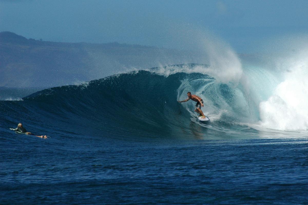 sailing-hawaii-Honolua-Bay-Maui-surfing-credit-suzy-carmody