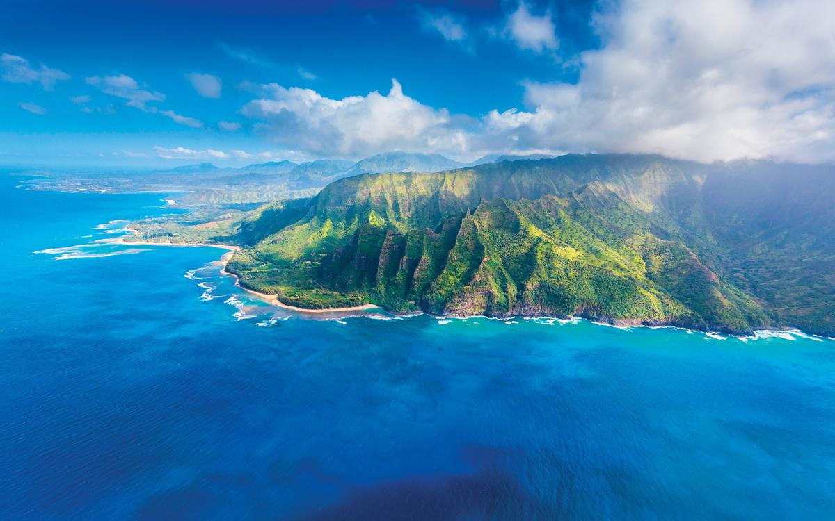 sailing-hawaii-credit-Jo-Ann-Snover-Alamy