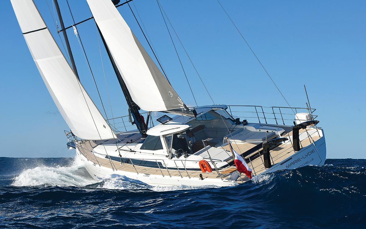 Ce croiseur Bluewater moderne est une véritable référence en matière de qualité : Oyster 565