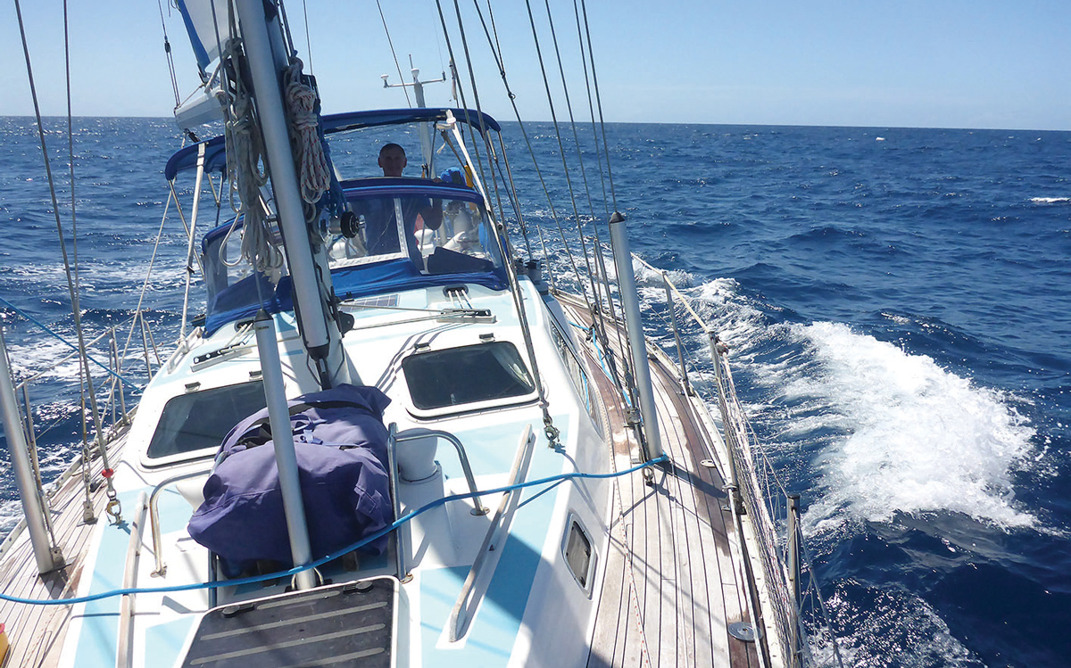 fiji-to-new-zealand-tradewinds-sailing-zoonie-oyster-406-foredeck