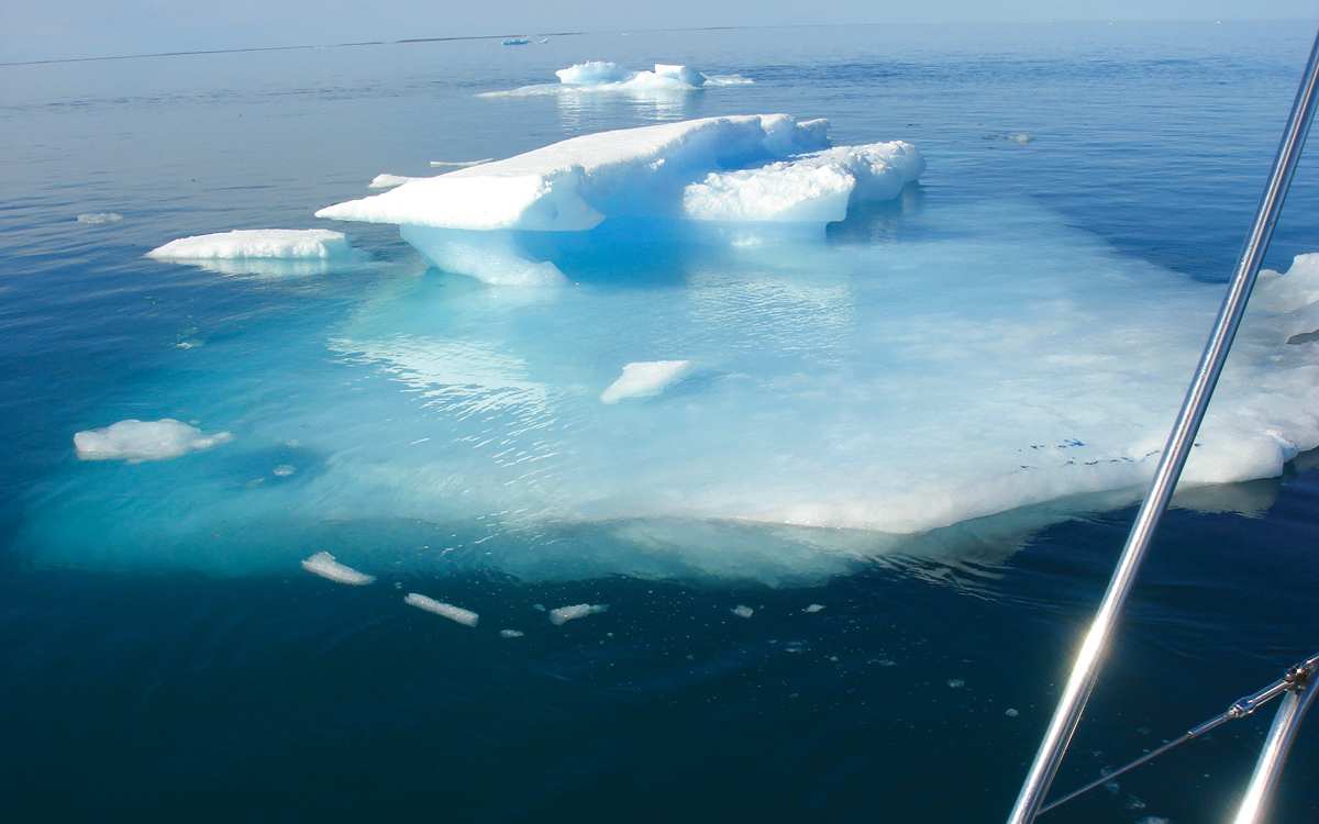 graeme-kendall-to-the-ice-and-beyond-extract-sailing-northwest-passage-iceberg