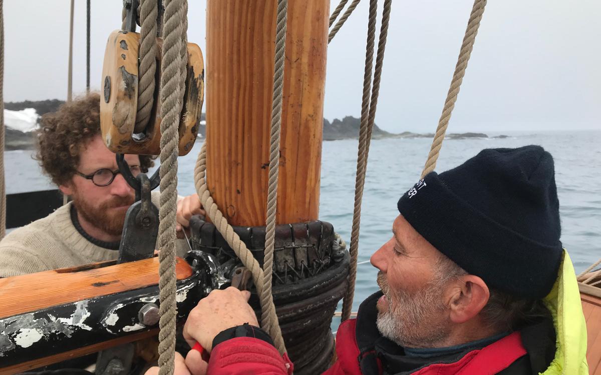 sailing-Jan-Mayen-island-integrity-broken-gaff