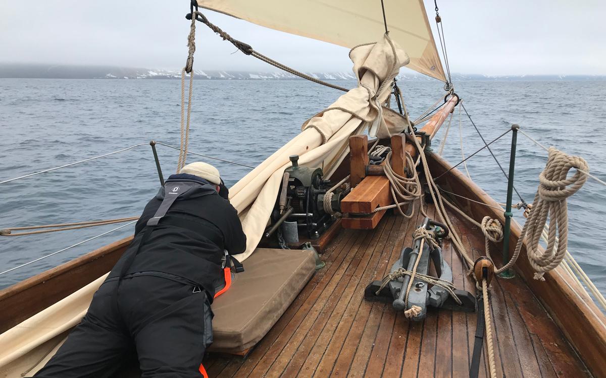 sailing-Jan-Mayen-island-integrity-lookout