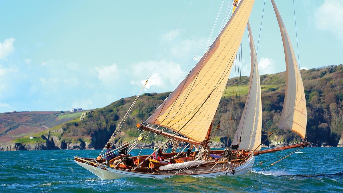 sailing-Jan-Mayen-island-integrity-running-shot