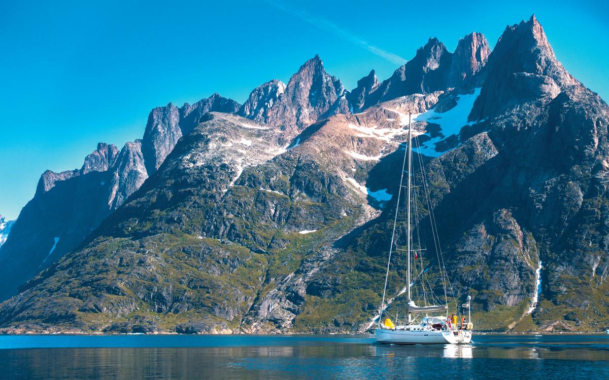 sailing-greenland-arctic-voyaging-credit-Sindre-Kolbjørnsgard
