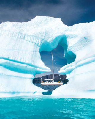 sailing-greenland-ice-window-credit-Sindre-Kolbjørnsgard