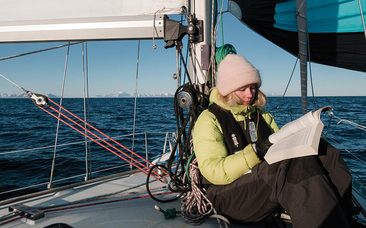 sailing-norway-svalbard-spinnaker-sylvia-foredeck