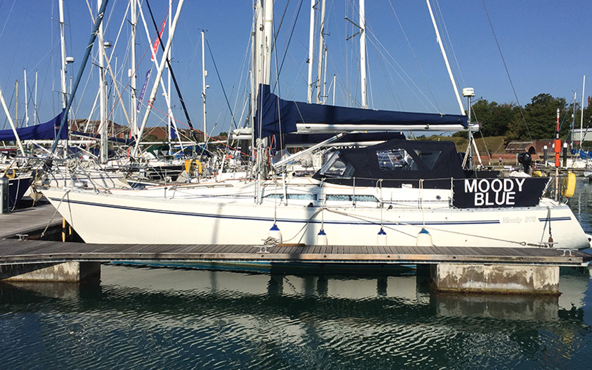 bluewater-sailing-preparation-moody-376-side-view