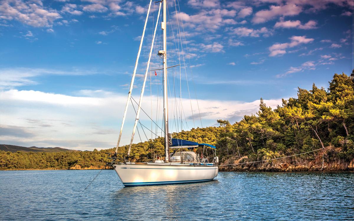 bluewater-sailing-preparation-swan-441-anchored