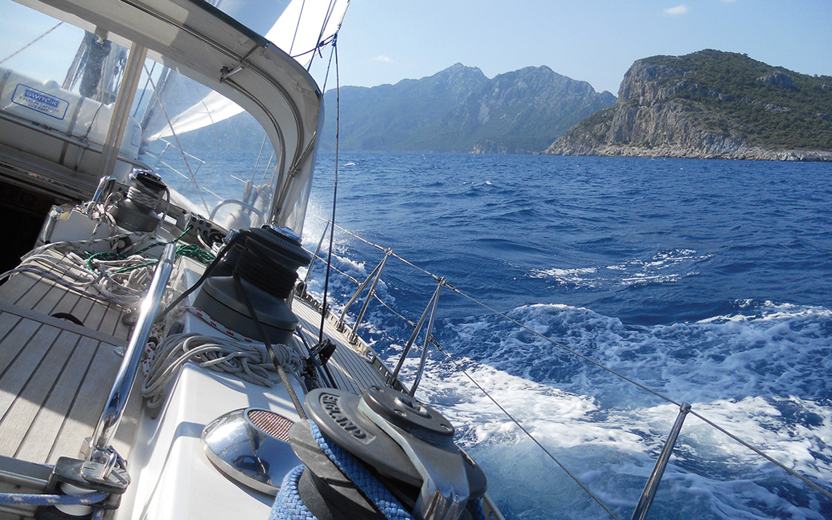 bluewater-sailing-preparation-swan-441-cockpit