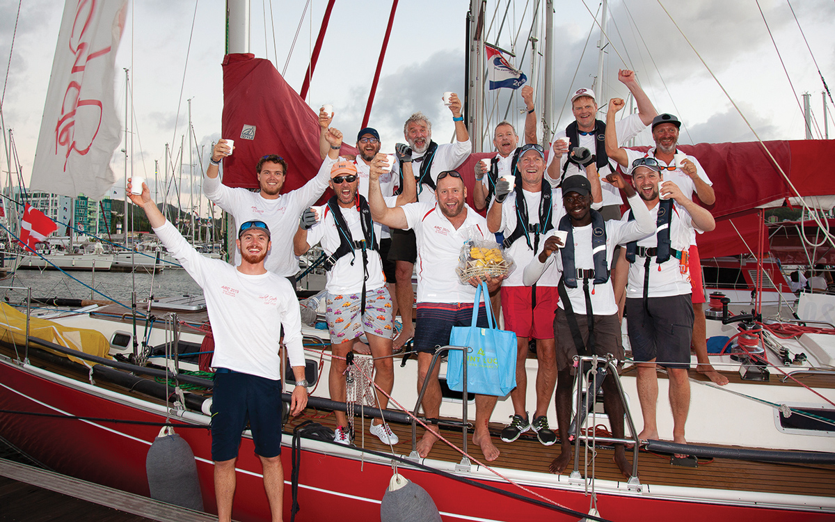 voile-a-travers-l'arc-atlantique-2019-rapport-ecarlate-oyster-equipage-credit-Clare-Pengelly-World-Cruising