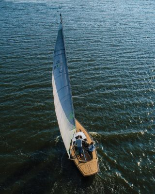 Flax-27-Greenboats-Sustainable-yacht-aérien-running-shot-credit-Jozef-Kubica