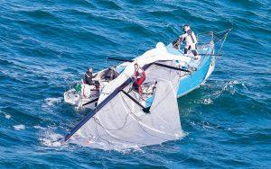 crisis-communications-pip-hare-expert-sailing-tips-fastnet-race-2017-class-40-dismasting-credit-Rolex-Carlo-Borlenghi