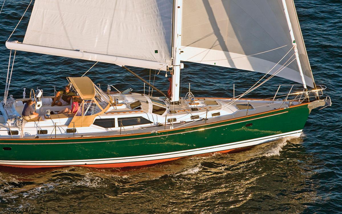 in-boom-furling-sailing-technology-Forespar-Leisure-Furl-system-Tartan-5300