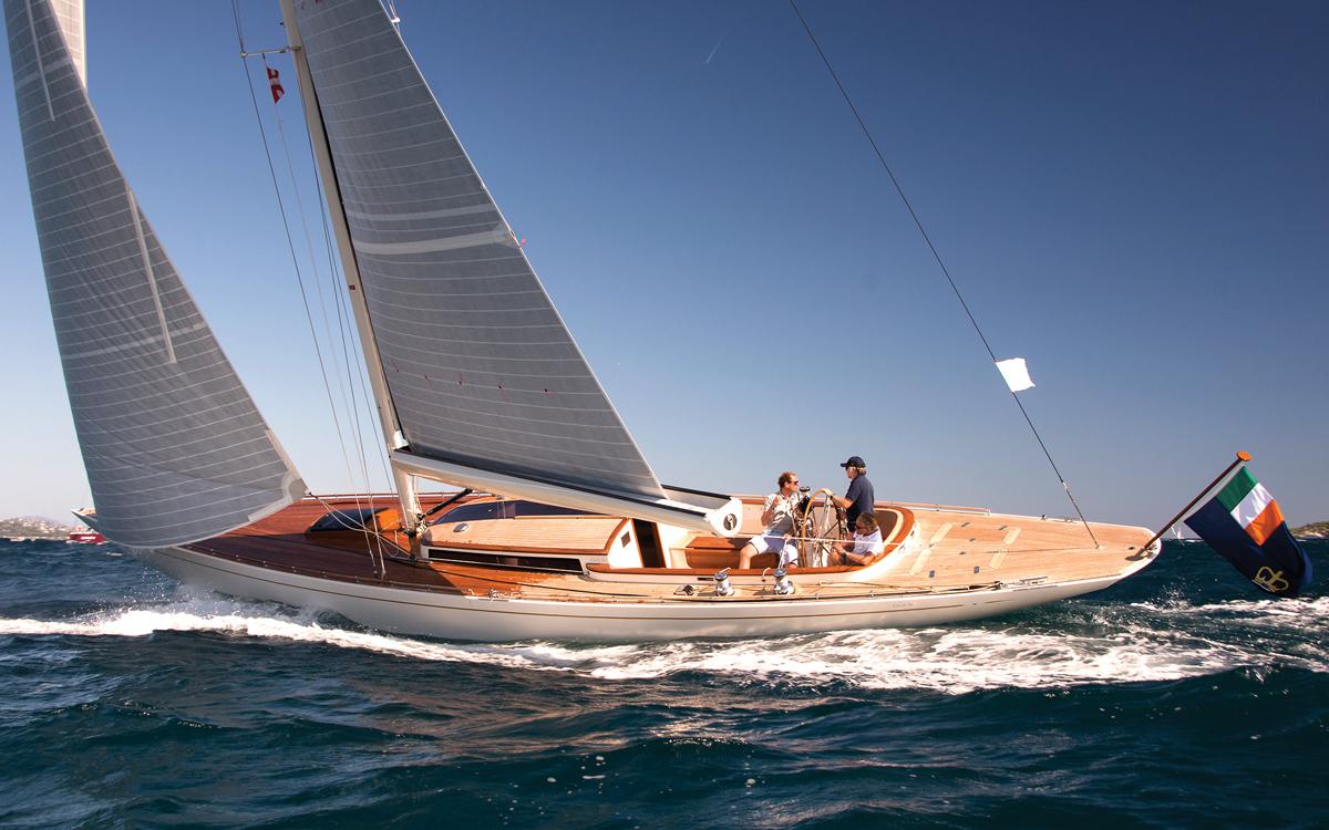 in-boom-furling-sailing-technology-Furlerboom-system-Eagle-54