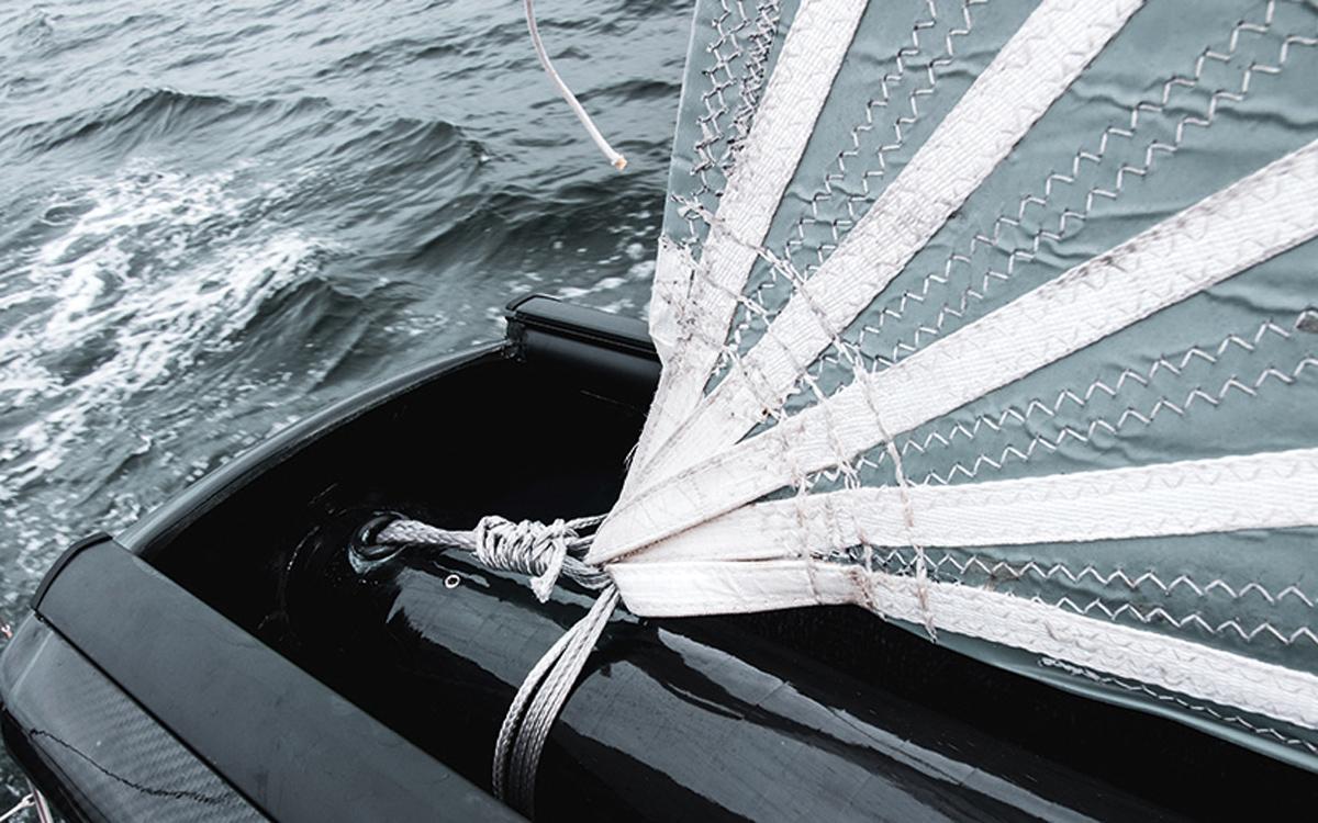in-boom-furling-sailing-technology-Sail-attachment-Mainfurl-boom