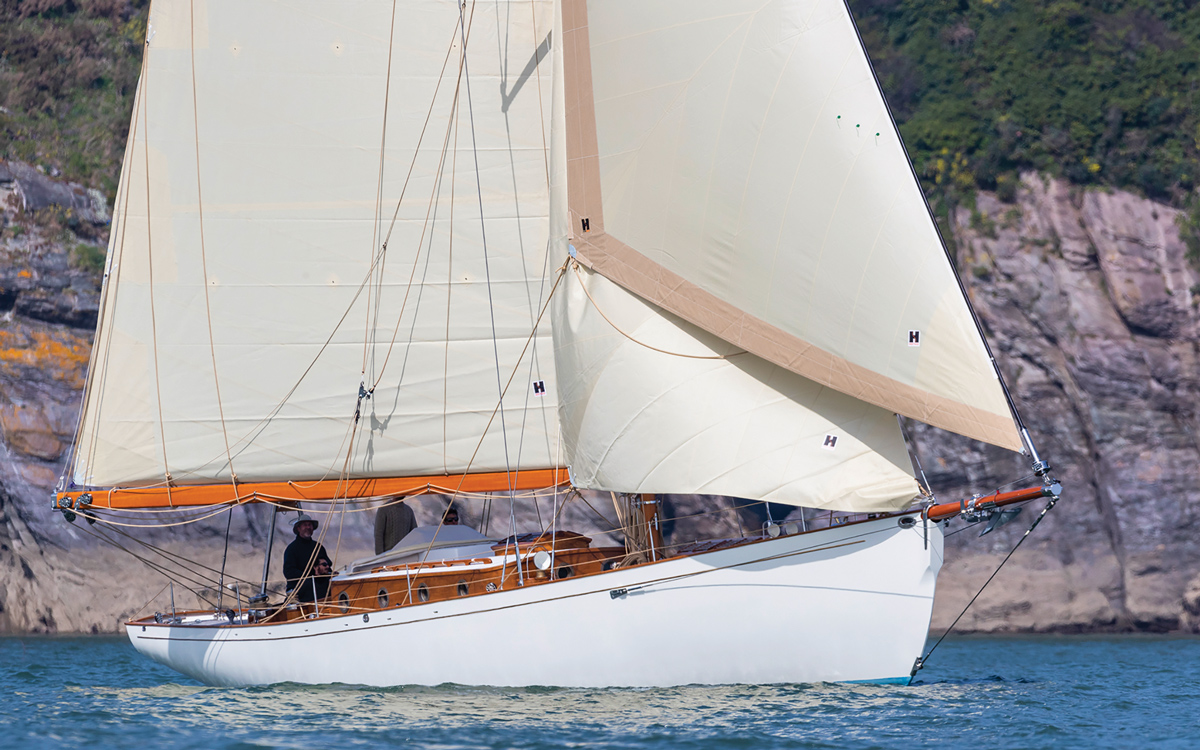 modern-classic-charter-yacht-helena-bow-view-credit-Ian-Roman