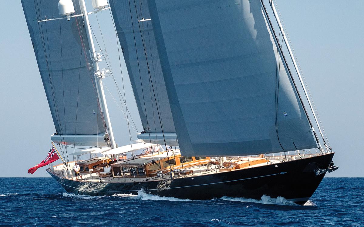 modern-classic-royal-huisman-superyacht-aquarius-bow-running-shot-credit-Carlo-Baroncini