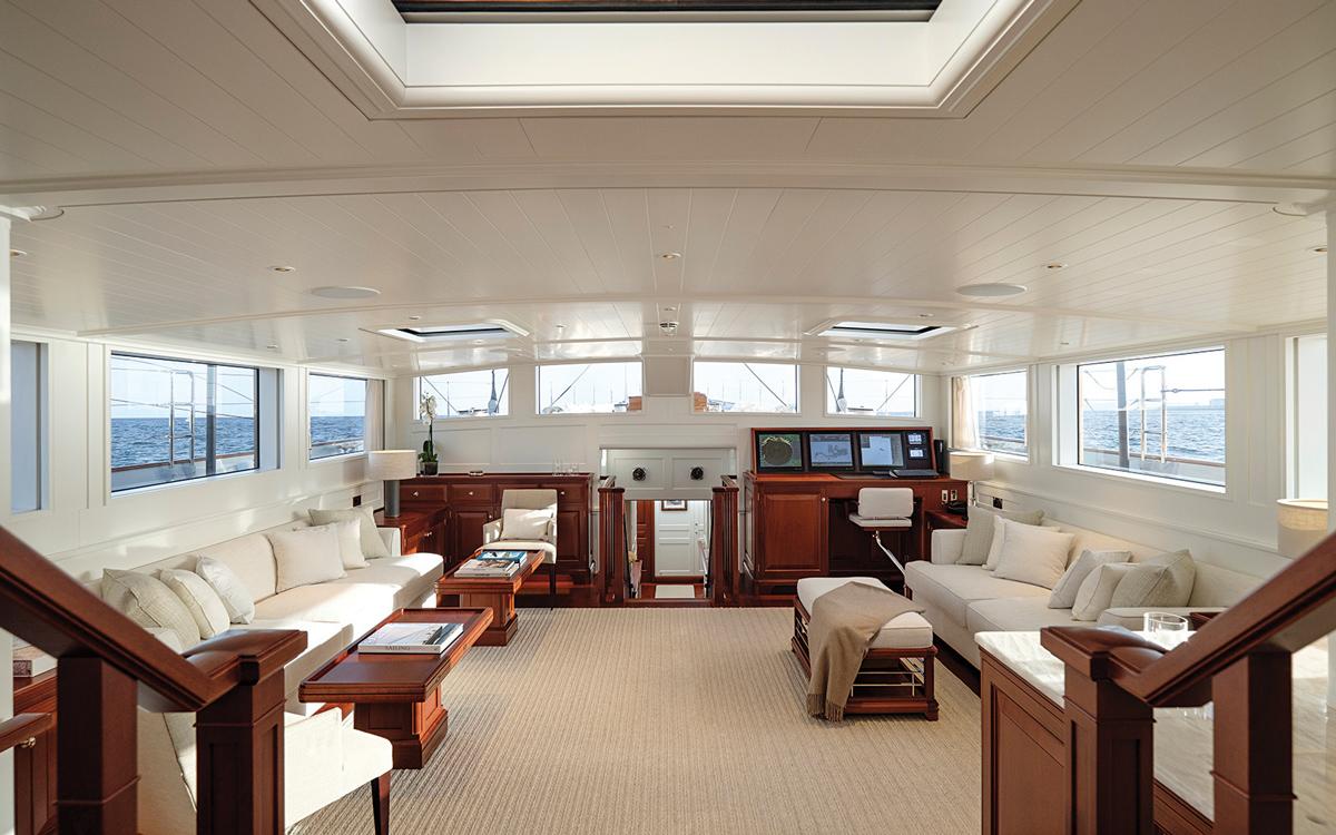 modern-classic-royal-huisman-superyacht-aquarius-deckhouse-credit-Carlo-Baroncini