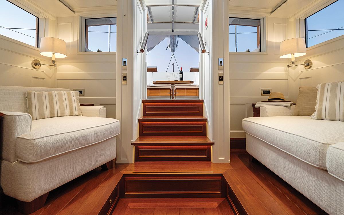 modern-classic-royal-huisman-superyacht-aquarius-saloon-credit-Carlo-Baroncini