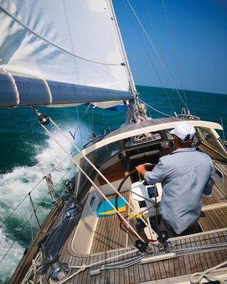 sailing-hong-kong-Teng-Hoi-Hallberg-Rassy-42F-cockpit-credit-Cameron-Dueck