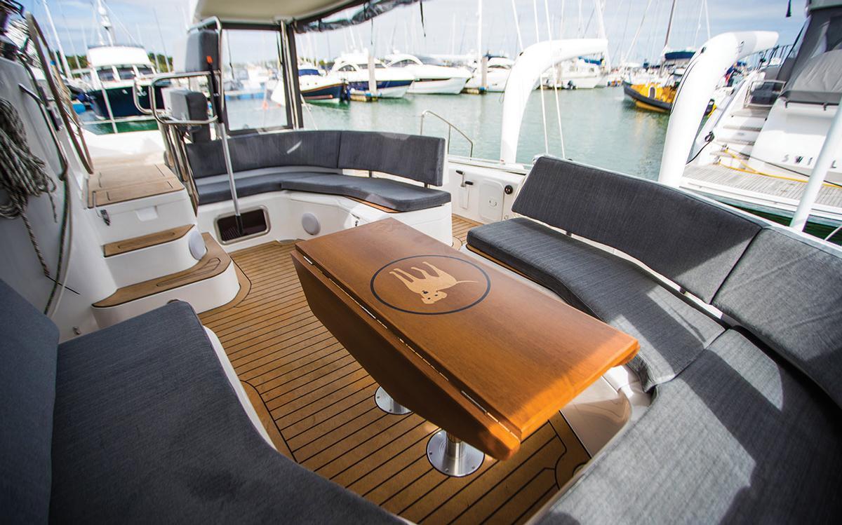 Découverte-Bluewater-50-catamaran-test-cockpit-crédit-Richard-Langdon-Ocean-Images