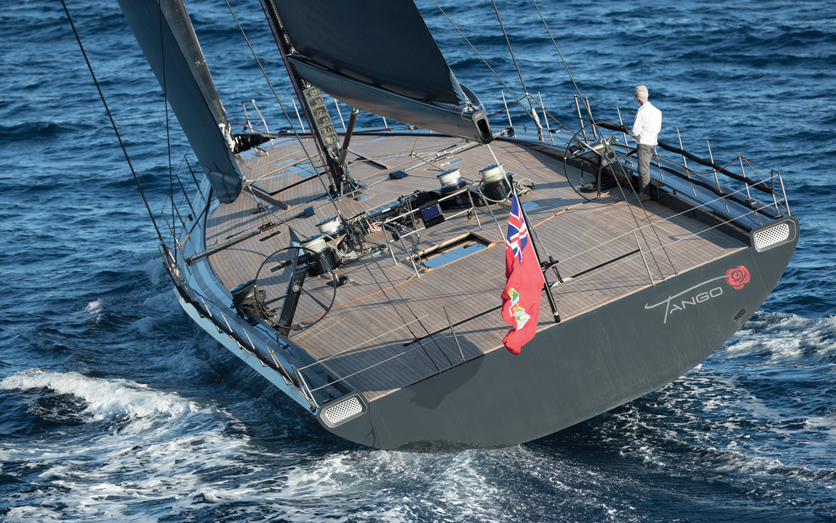 Wallycento-superyacht-Tango-aft-running-shot-credit-Wally-Gilles-Martin-Raget