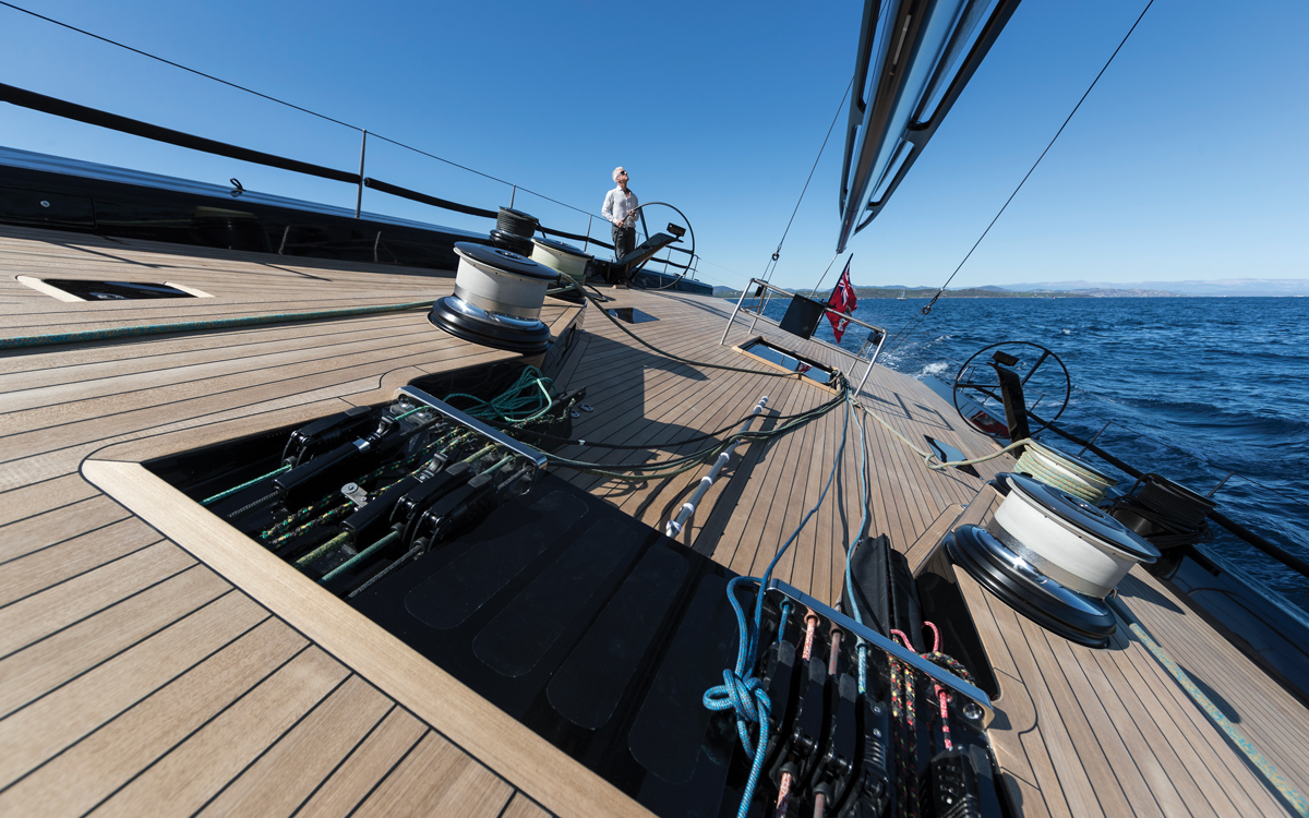 Wallycento-superyacht-Tango-deck-credit-Wally-Gilles-Martin-Raget