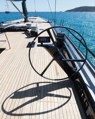 Wallycento-superyacht-Tango-helm-credit-Wally-Gilles-Martin-Raget