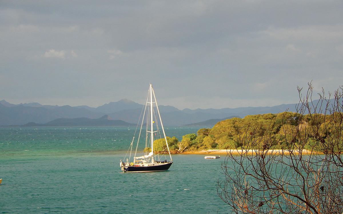 cruising-new-caledonia-pacific-islands-Ile-Uere-anchorage-credit-Janneke-Kuysters-Wietze-Van-Der-Laan
