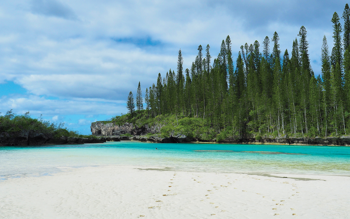cruising-new-caledonia-pacific-islands-La-Piscine-Naturelle-Ile-des-Pins-credit-Janneke-Kuysters-Wietze-Van-Der-Laan