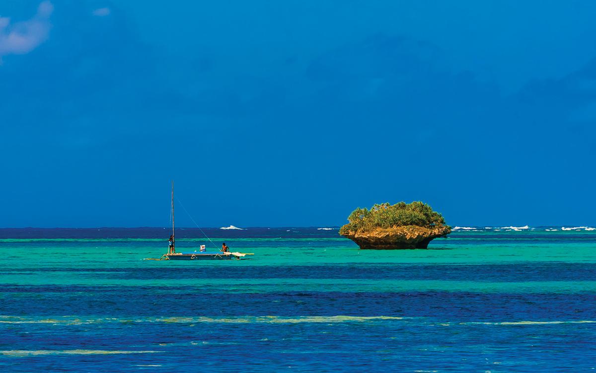 cruising-new-caledonia-pacific-Islands-credit-Blaine-Harrington-III-Alamy