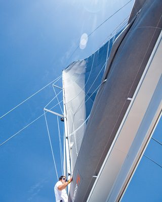 mainsail-handling-multihull-catamaran-sailing-techniques-Excess-15-mast-credit-Christophe-Launay