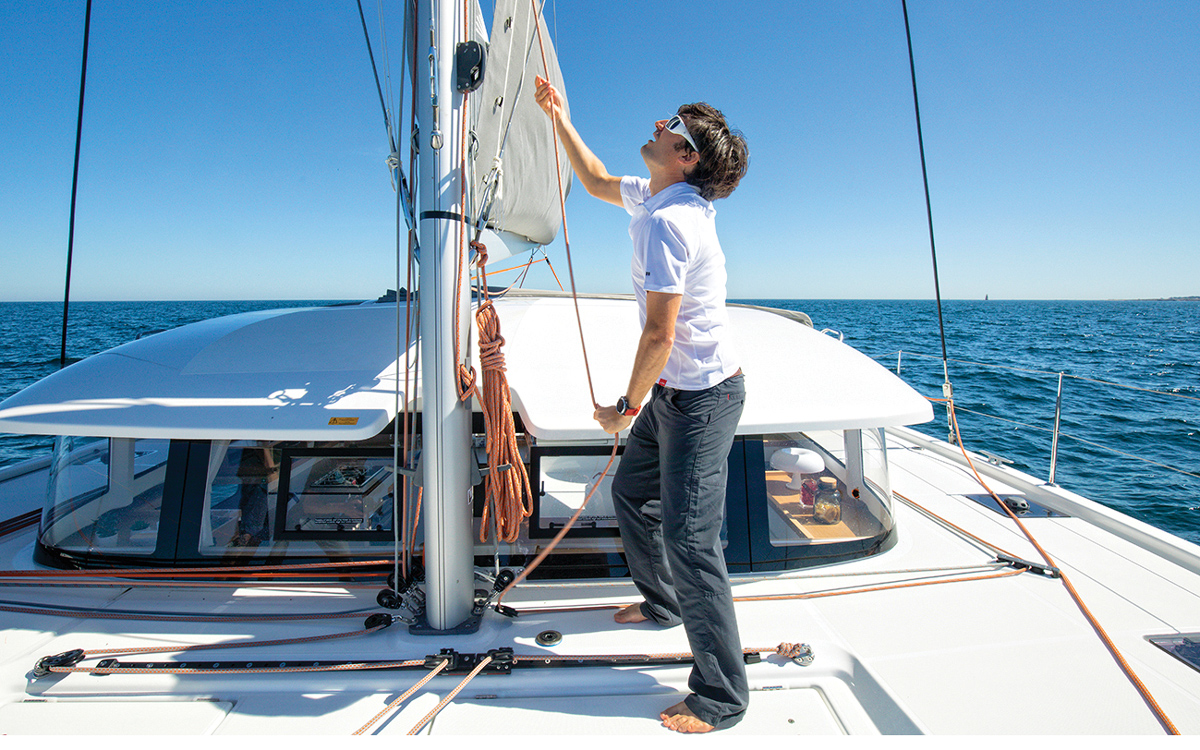 mainsail-handling-multihull-catamaran-sailing-techniques-Excess-15-reefing-credit-Christophe-Launay