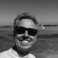 pacific-sailing-homeschooling-World-ARC2019-Ralf-Schlaepfer-bw-headshot-600px-square