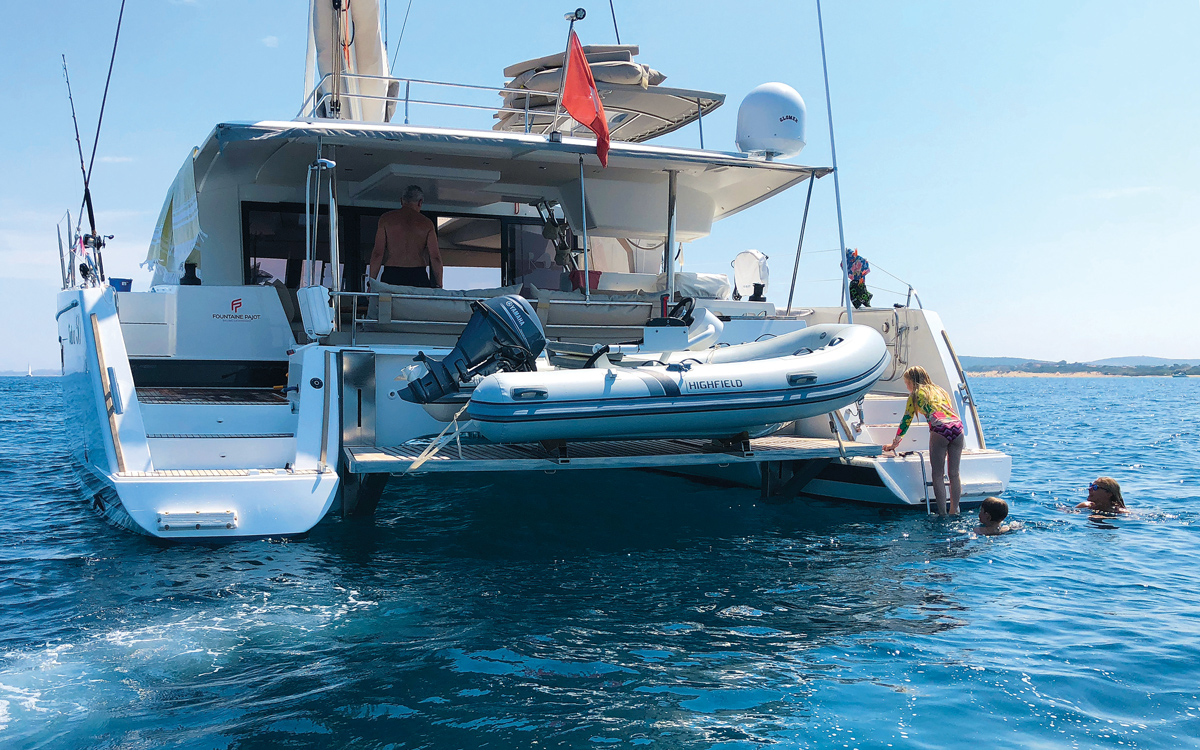 pacific-sailing-homeschooling-World-ARC2019-fountaine-pajot-saba-50-catamaran-RAID-transom
