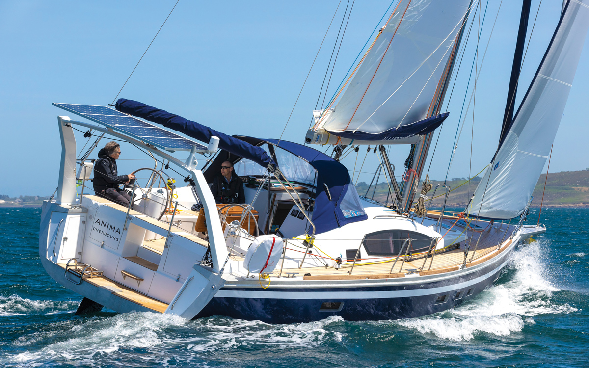 allures-409-yacht-review-boat-test-aft-running-shot-credit-Jerome-Houyvet