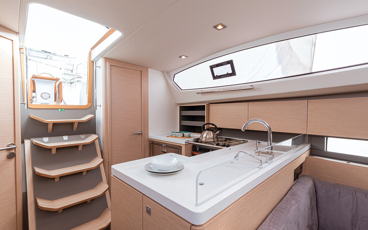 allures-409-yacht-review-boat-test-galley-credit-Jean-Marie-Liot
