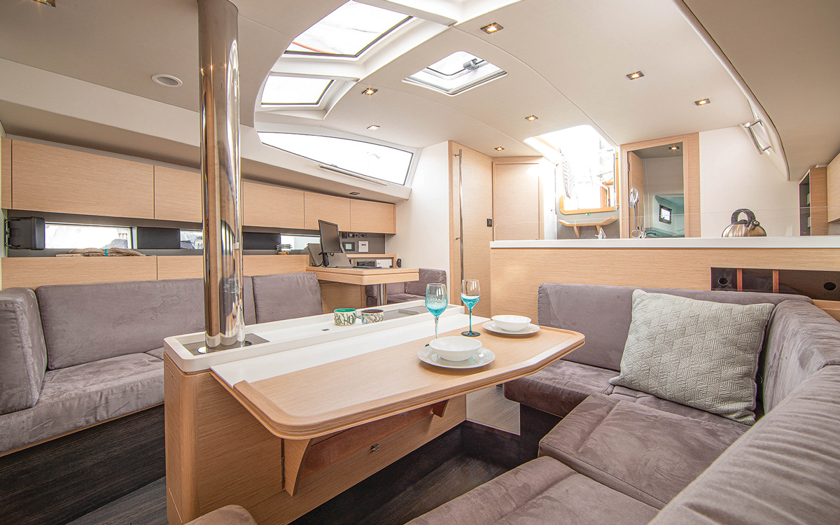 allures-409-yacht-review-boat-test-saloon-credit-Jean-Marie-Liot