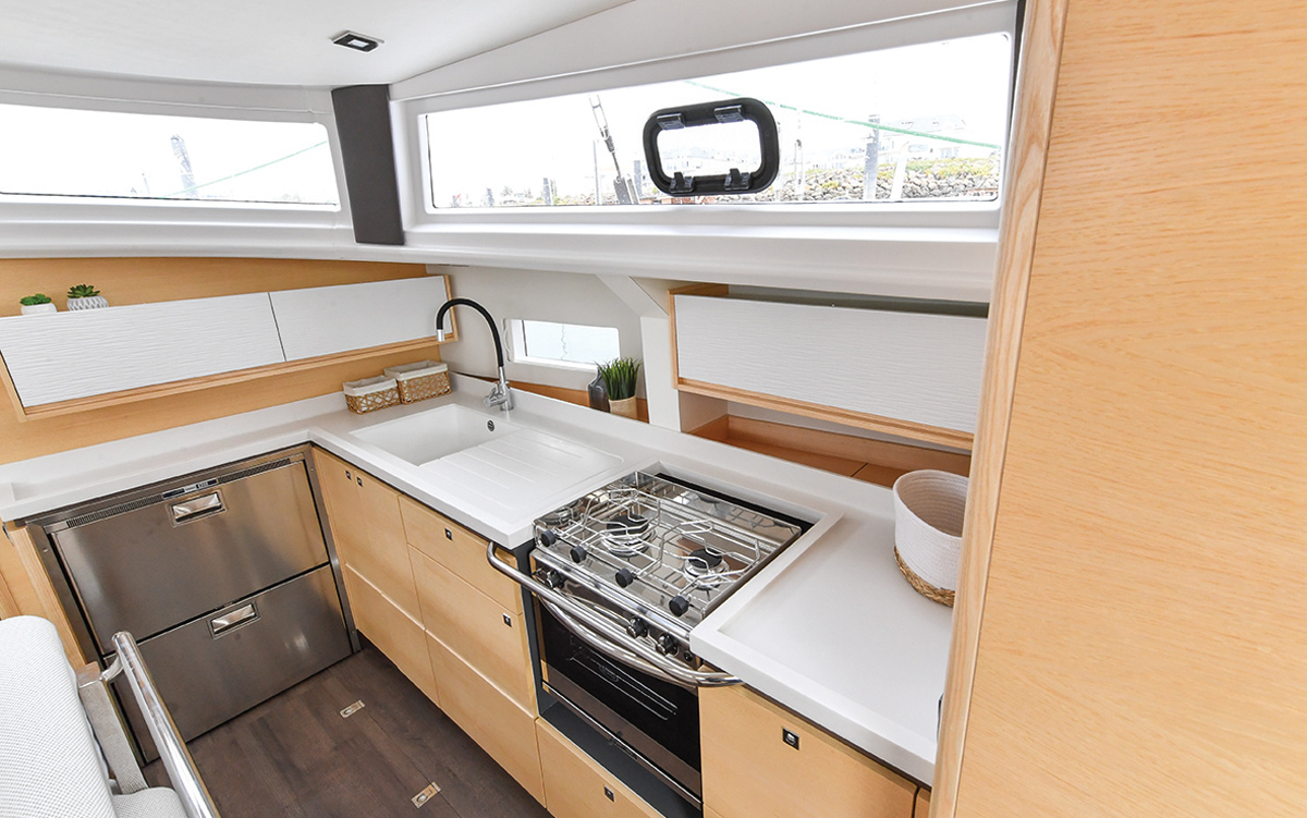ovni-400-yacht-review-boat-test-galley-credit-Francois-Tregouet