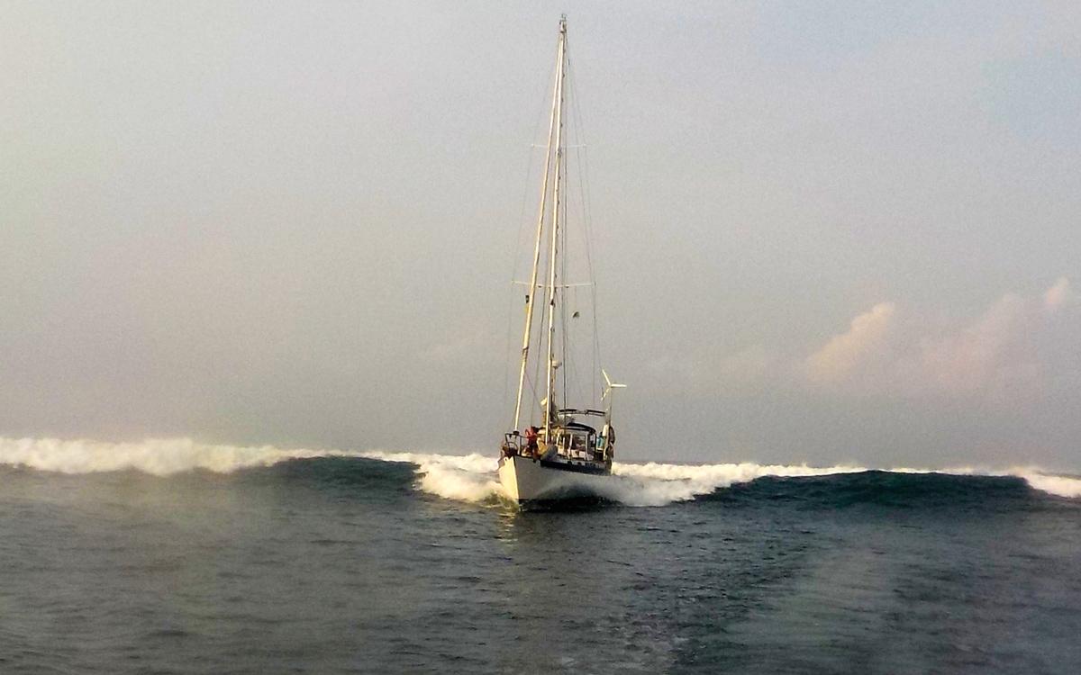 sailing-el-salvador-distant-drummer-surfing-credit-Suzy-Carmody