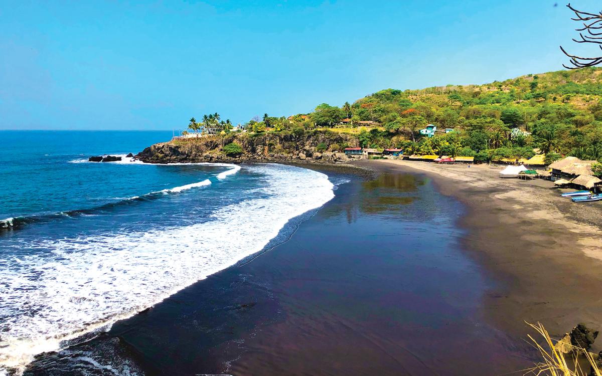 sailing-el-salvador-pacific-surfing-beach-credit-Getty-Images-Melissa-Rivas-EyeEm