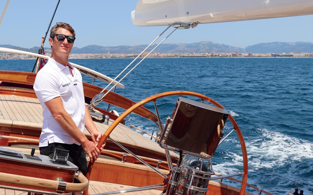 vraiment-classique-128-voilier-superyacht-Vijonara-Toby-helm-credit-Stuart-Pearce