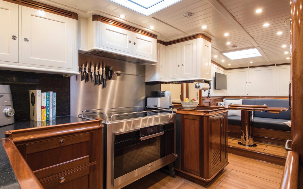 vraiment-classique-128-voilier-superyacht-Vijonara-galley-credit-Stuart-Pearce