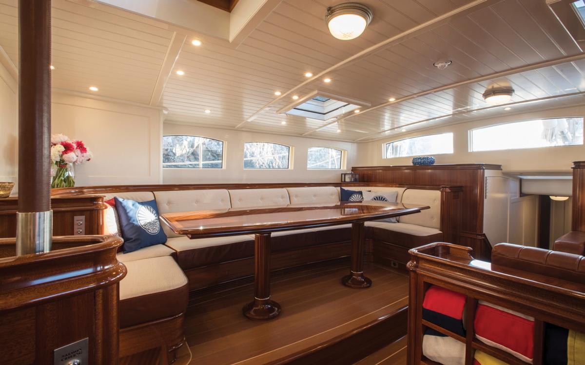 vraiment-classique-128-voile-superyacht-Vijonara-lounge-credit-Stuart-Pearce