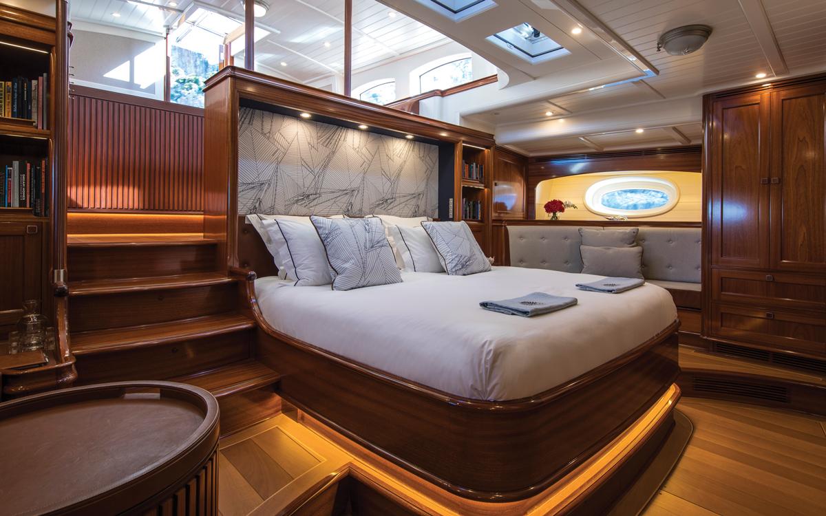 vraiment-classique-128-voile-superyacht-Vijonara-master-cabin-credit-Stuart-Pearce