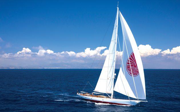 truly-classic-128-sailing-superyacht-Vijonara-running-shot-credit-Stuart-Pearce
