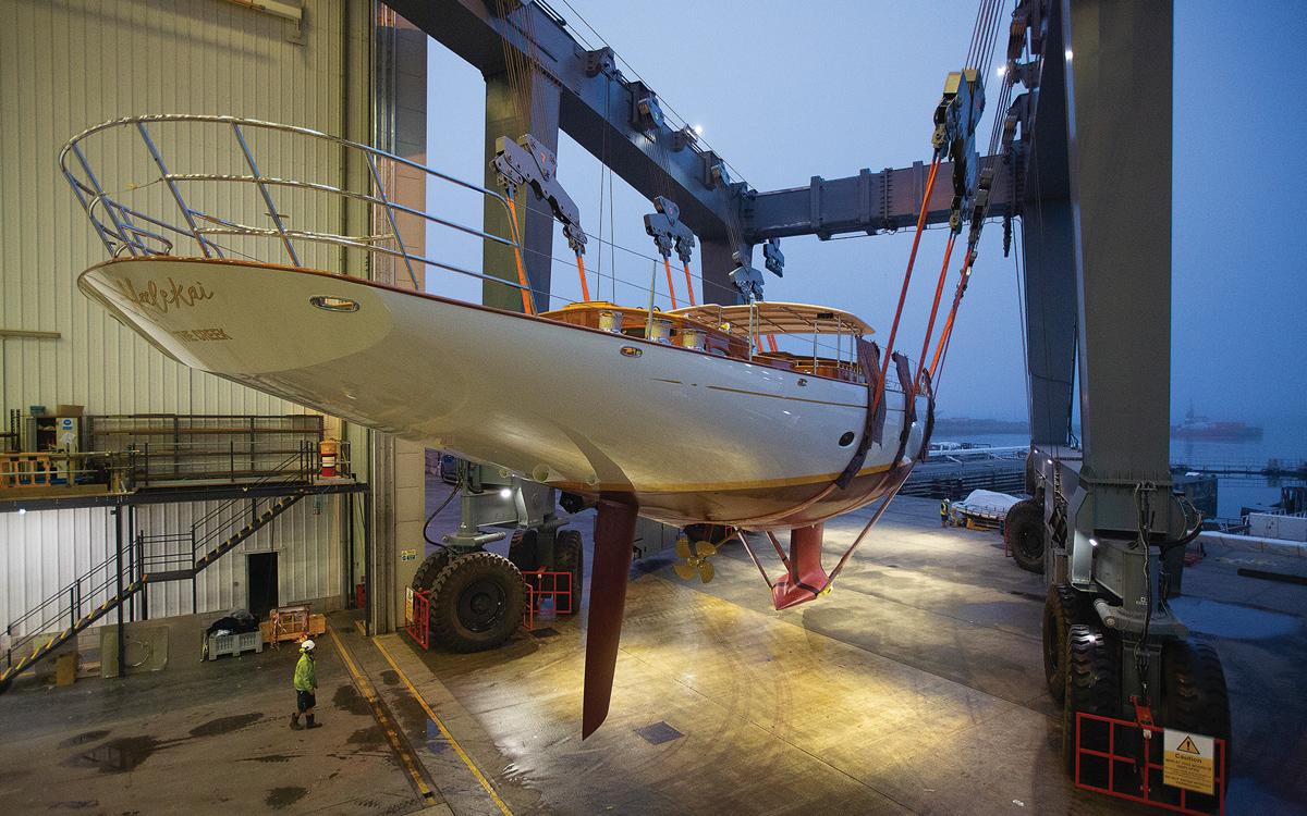 vraiment-classique-128-voile-superyacht-halekai-launch-pendennis